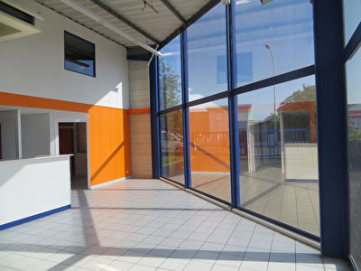 Local commercial  361 m2 1/4